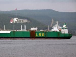 Çanakkale Boğazı'ndan dev LNG tankeri geçti