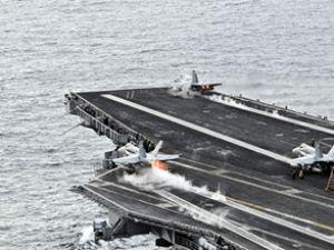 Çinli pilot uçak gemisine inmeyi başardı