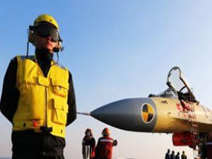 Çin'in ilk uçak gemisi gösteri yaptı