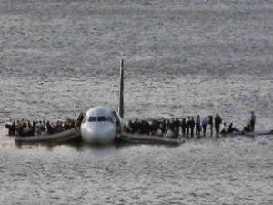 Denize düşen uçakta ölen olmadı