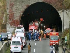Tünel onlarca aracın üzerine çöktü