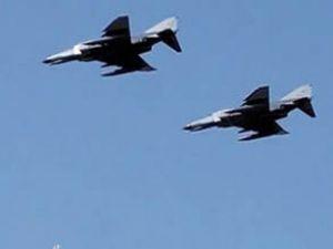 Yunanistan'ın dört F-16 uçağı taciz etti