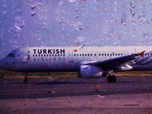 THY uçağının havada camı çatladı