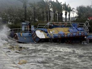 Bodrum'da tur teknesi sulara gömüldü
