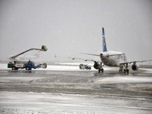 Atatürk Havalimanı'nda kar alarmı verildi