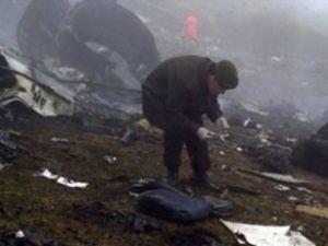 Ukrayna'da helikopter hızla yere çakıldı
