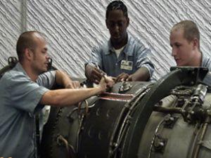 İran'dan ABD'ye: Uçağınızı tamir ediyoruz
