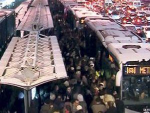 2013'ün ilk saatinde metrobüs arızası oldu