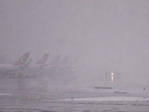 Erzurum'da sis uçak seferlerini etkiledi