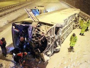 Yolcu otobüsü takla attı: 1 ölü, 15 yaralı