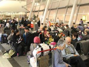 Yolcular havalimanlarında mahsur kaldı