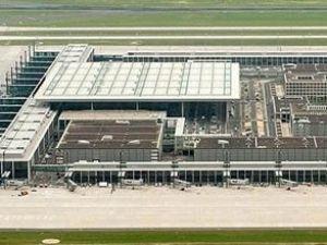 Berlin- Brandenburg Havalimanı'nda istifa