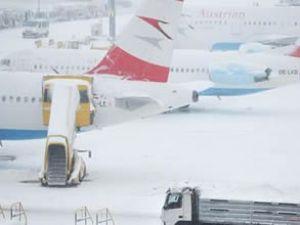 Viyana'da 18 uçak seferi iptal edildi