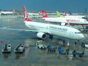 Çöken yolcu körüğü uçağın kapısına çarptı