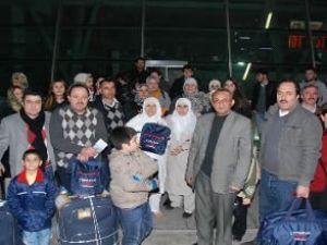 Umre yolcuları havaalanından geri çevrildi