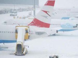 Havalimanı buz tuttu,ulaşıma kapandı