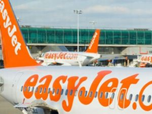 EasyJet yolcu uçağı İzmir'e acil iniş yaptı