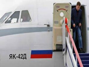 Dimitriy Medvedev'in uçağına kar engeli