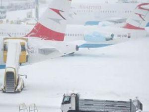 ABD'de olumsuz hava uçuşları etkiliyor