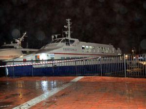 Deniz Otobüsü ile yük gemisi çatıştı
