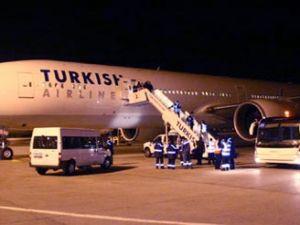 Sarhoş yolcu diğer yolculara saldırdı