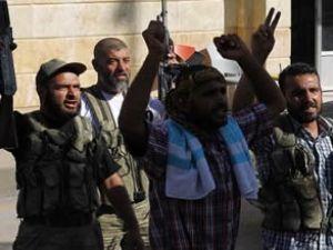 Suriye'de muhalifler iki pilotu esir aldı