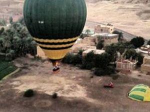 20 yolcu taşıyan sıcak hava balonu düştü