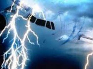 Rus uçağına Türkiye'de yıldırım çarpttı