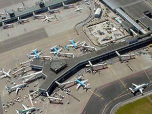 Schiphol'da uçaklar arka arkaya indi