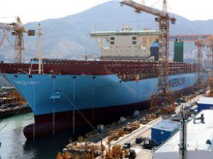 Triple-E sınıfı konteyner gemisi suya indi