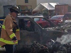 ABD'de otoparka uçak düştü: 3 ölü