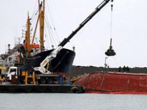 Alican-S gemisinin yükü tahliye ediliyor
