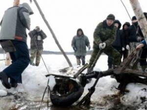 Rusya'da gölden tarihi uçak enkazı çıktı