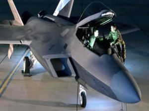 Güney Kore'ye F-22 savaş uçağı sevketti