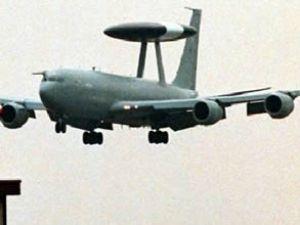 Afganistan'da bir NATO uçağı düştü