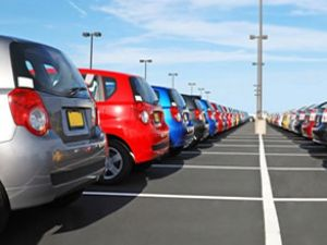 Otomobil satışları yükseldi, ticari düştü