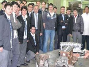 Macar öğrenciler Bursa'da uçak eğitimi aldı