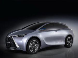 Toyota hybrid modelini görücüye çıkardı