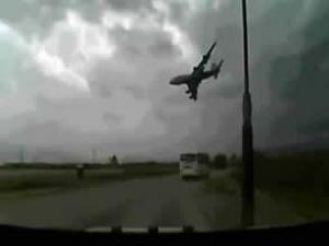 Yakıt taşıyan C-135 tipi uçak düştü