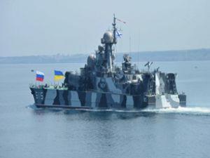 Rus savaş gemisi İstanbul'a demirledi