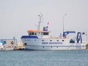 Yerli araştırma gemisi limanda bekliyor