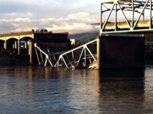 ABD'de köprü felaketi, araçlar suya uçtu