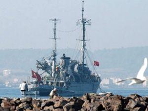 Türk savaş gemileri Bodrum'a demir attı