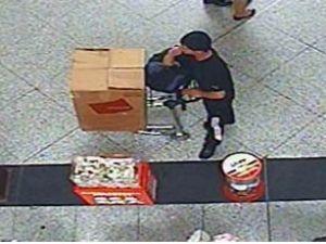 Havalimanındaki yardım kutusunu çaldı