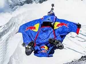Rus sporcu Everest Dağın'dan uçtu!