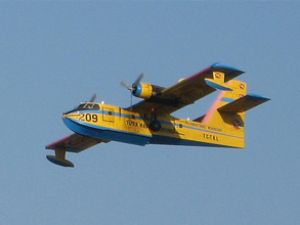 Libya'ya amfibik uçaklı yardım gönderildi