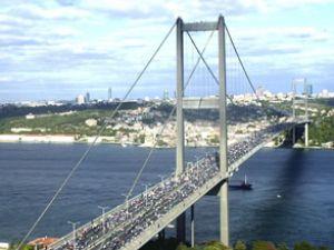 Boğaziçi Köprüsü trafiğe kapatıldı