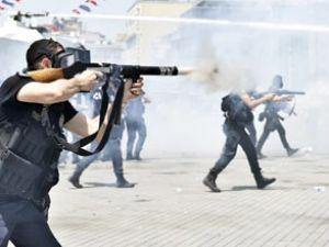 Polis Taksim Meydanı'ndan çekiliyor