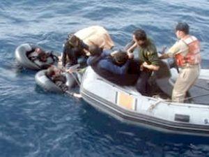 Ayvalık'ta 15 kaçağı taşıyan tekne battı