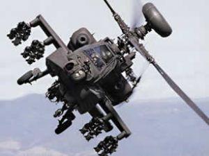 Askeri helikopter direğe çarpıp düştü